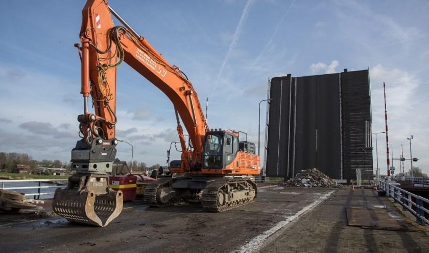 Het bedrijfsleven ondervindt hinder van uitstel van de oplevering Leegwaterbrug op de N242 bij Alkmaar.
