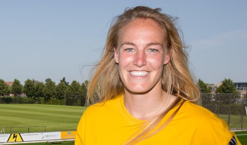 Stefanie van der Gragt op de plek waar het voor haar allemaal begon: voetbalvereniging Reiger Boys.