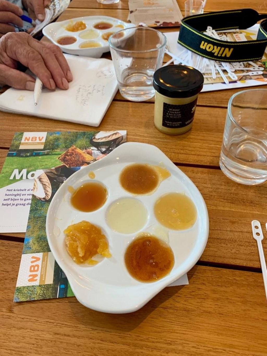 honingproeverij (Foto: Yvette van der Does) © rodi
