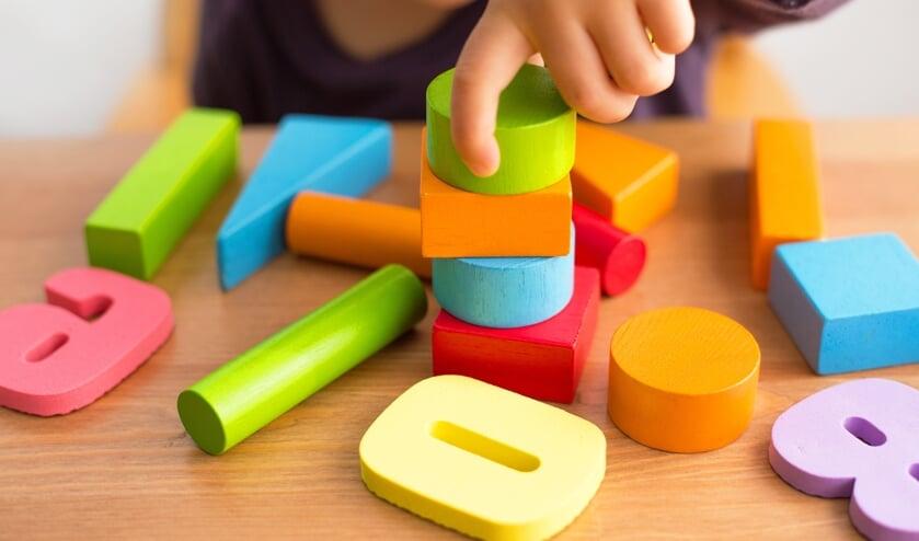 Schaf leuk tweedehands speelgoed aan voor de kinderen op de kinderkleding- en speelgoedbeurs Waterland.