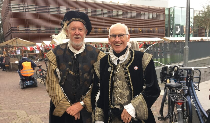 Gehuld in historische kleding