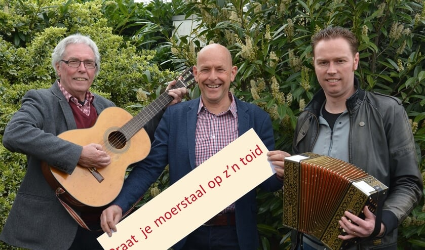 Sjaak Steltenpool, Peter Swart en Harm Steltenpool presenteren de West-Friese Taalquiz in Cultura.