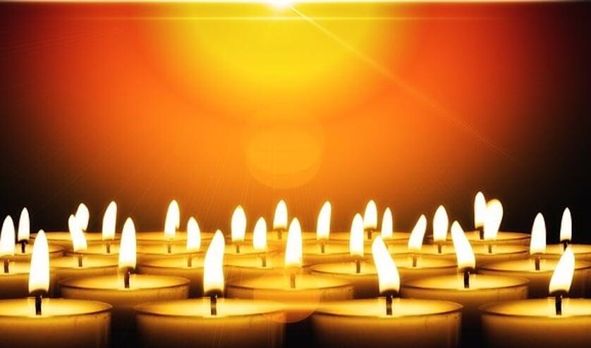 Tijdens deze middag kan iedereen een ingelijste foto van de overledene op de gedenktafel plaatsen
