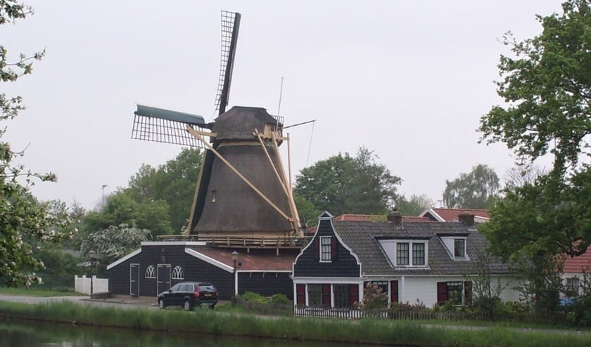 Molens, kerken en oude houten huizen is wat je onder andere te zien krijgt tijdens de jaarlijkse themawandeling Verrassend Amsterdam-Noord.