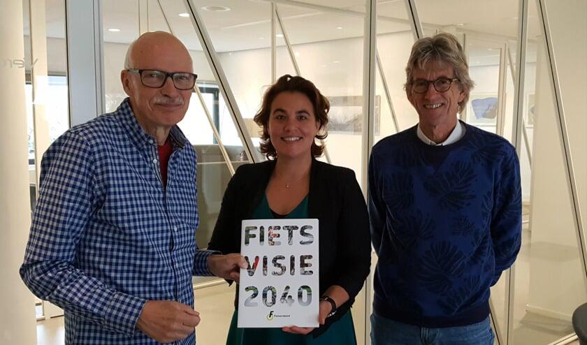 Wethouder Eveline Tijmstra nam de Fietsvisie in ontvangst.