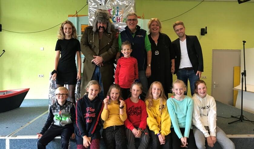 Na mooie woorden van directeur Helene de Vries en Frits Westerkamp van Lief Langedijk ging de hele groep op de foto.
