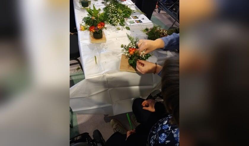 Voor mensen van de Harteheem organiseren de leerlingen een workshop voor een groene activiteit.