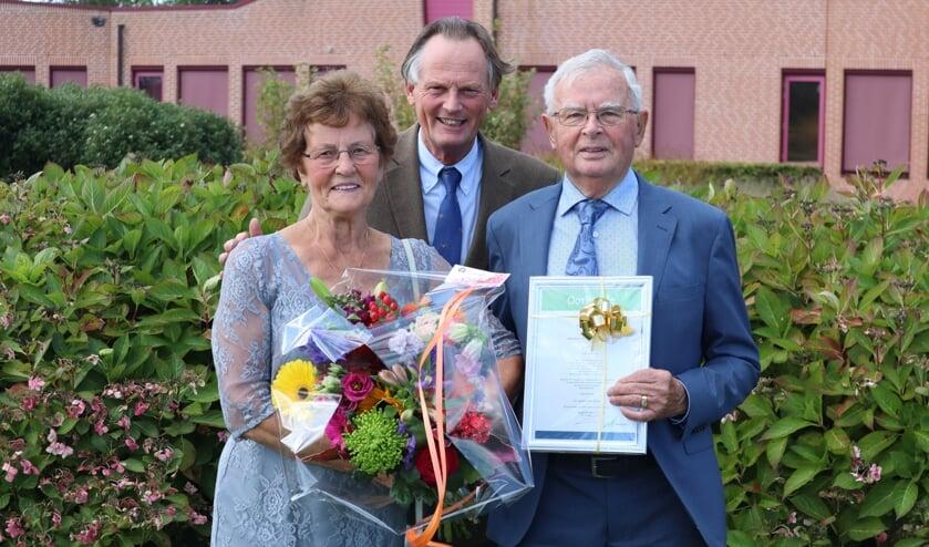 Burgemeester Streng feliciteerde het echtpaar Verbeek-Louter met hun zestigjarig huwelijk.