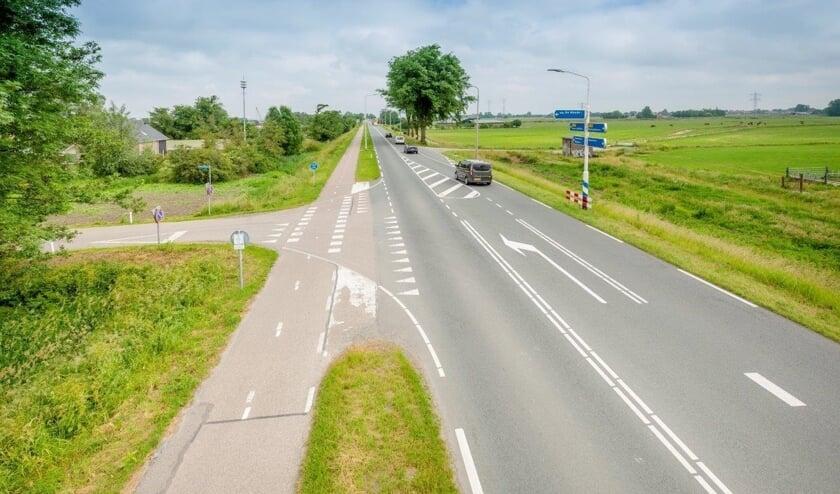 De kruising Provincialeweg N246 bij De Woude.
