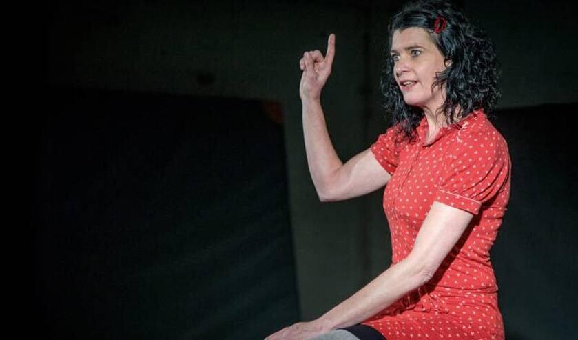 Actrice Sabine van Boven speelt 'Anne Frank'.