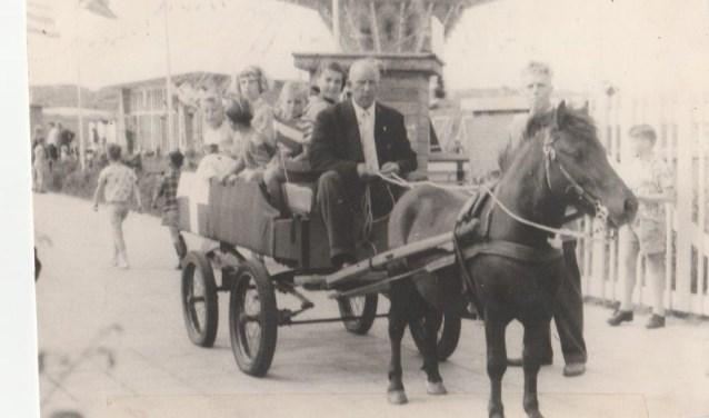 Floris Baas in 1958 tijdens HRC Fancy Fair.