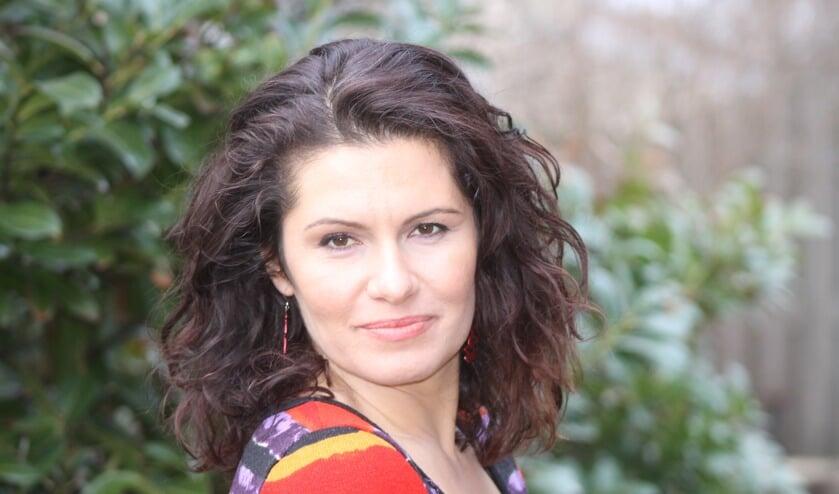 Schrijfster Maria Genova.