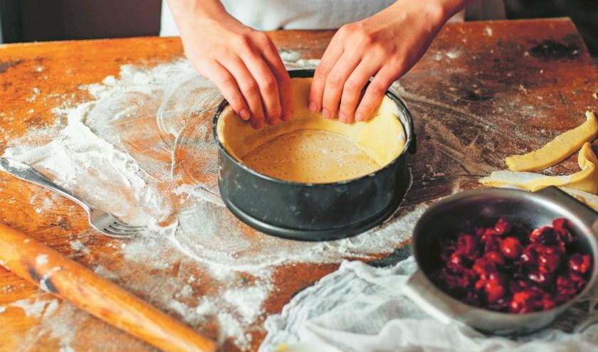 Bak een taart en wees fantasierijk.