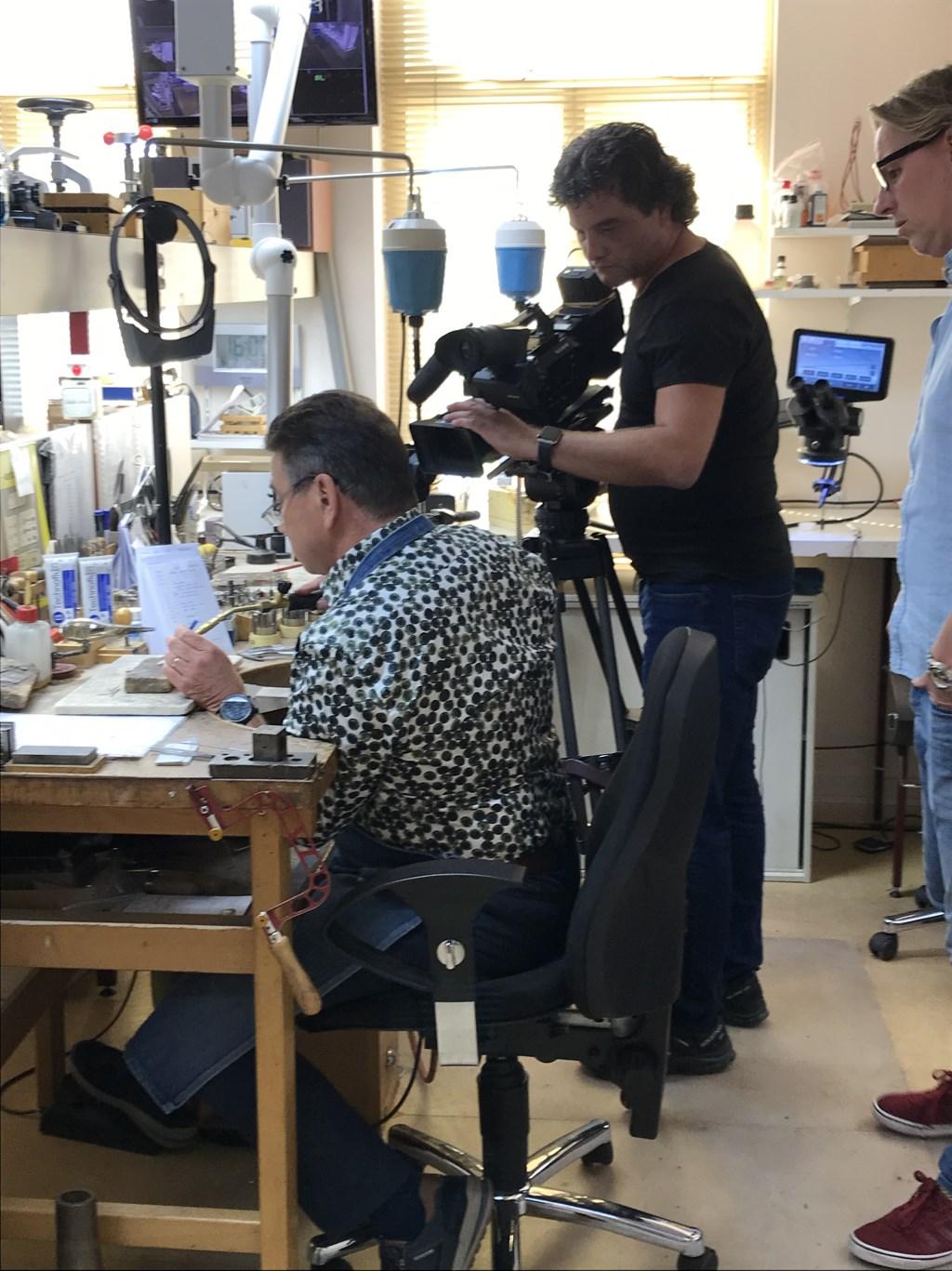Ed werd uitgebreid gefilmd bij al zijn werkzaamheden. (Foto: aangeleverd) © rodi