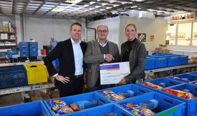 De voedselbanken in de IJmond krijgen financieel steun van de Rabobank IJmond.