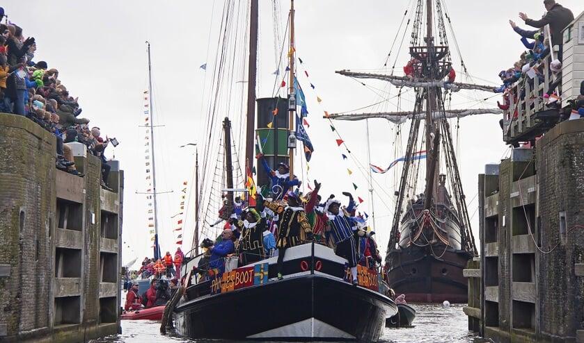 Zaterdag 16 november meert de Sint samen met 125 pieten aan in Hoorn.