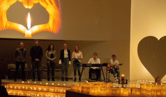 Op 8 december om 19.00 uur worden alle lichtjes aangestoken om stil te staan bij overleden kinderen.