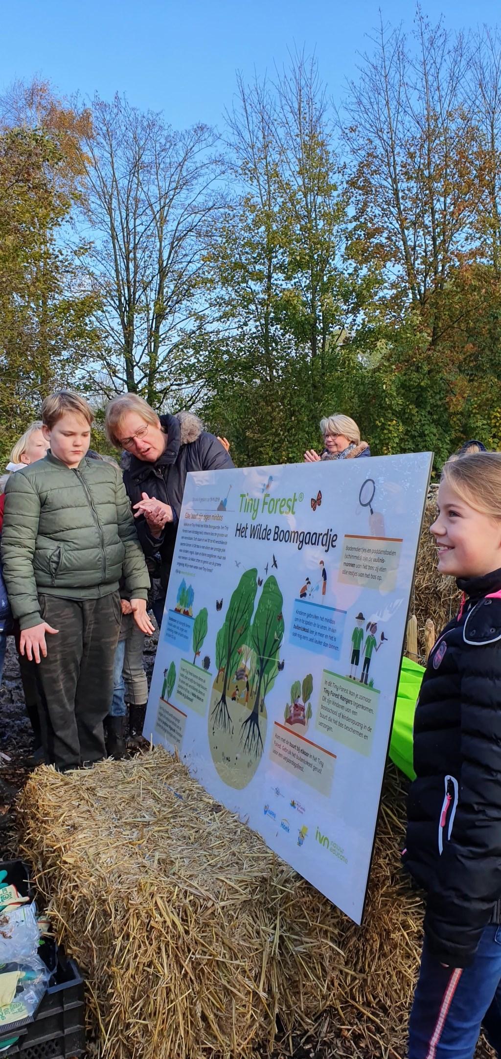 Onthulling informatiebos. (Foto: gemeente Hollands Kroon.) © rodi
