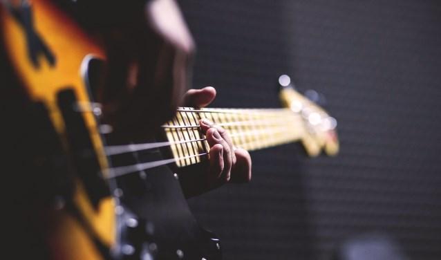 Het koor is op zoek naar een nieuwe gitarist