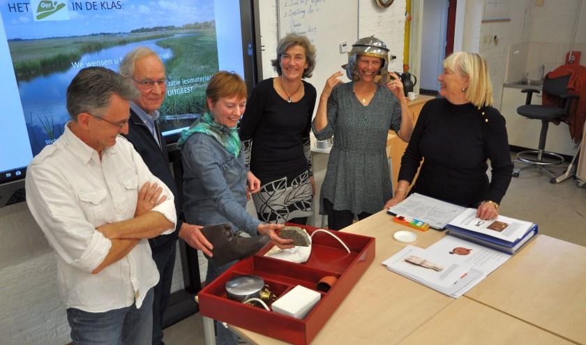 De Stichting Oer-IJ heeft woensdagmiddag in de basisschool De Molenhoek te Uitgeest het educatieproject gepresenteerd dat leerkrachten op de scholen in de regio kunnen gaan gebruiken.