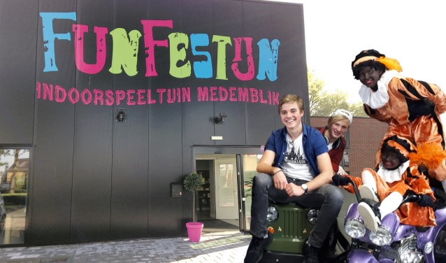 Frank en Vin delen de prijzen uit in het FunFestijn in Medemblik.