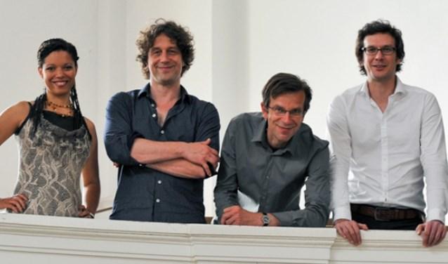 Vier leden van het zeskoppige Ensemble Windstreken