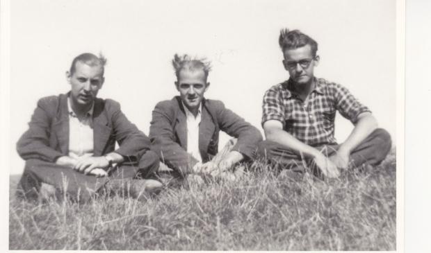 Wim Doove (l) met zijn onderduikmaten Dicky en Ton.