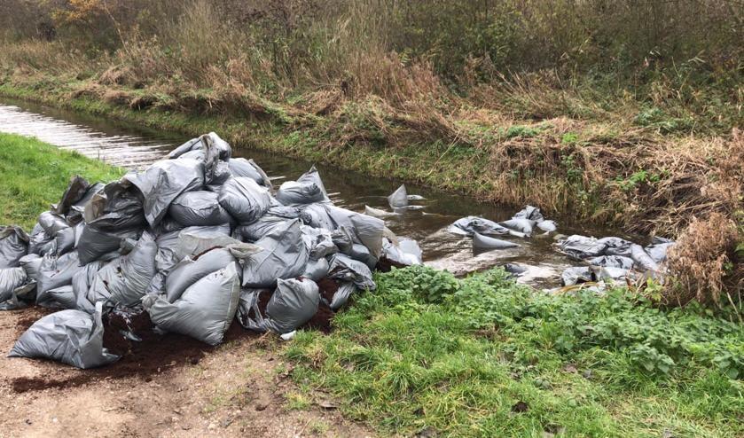 Vuilniszakken met drugsafval gevonden.