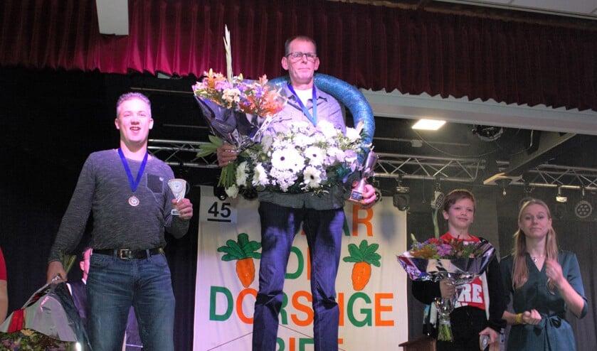 De top drie met tussen vader en zoon Smit de trotse winnaar Theo Beemsterboer.