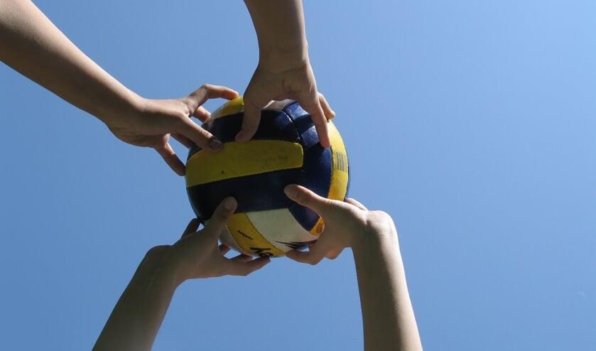 Samen volleyballen, ja gezellig!