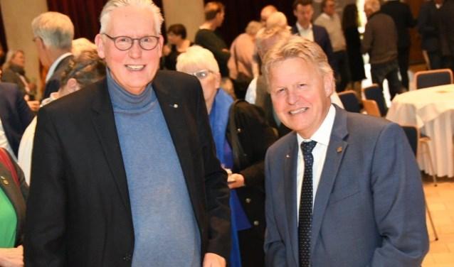 Frits Bouwer (links) en Jaap Bond trots op het CDA-speld.