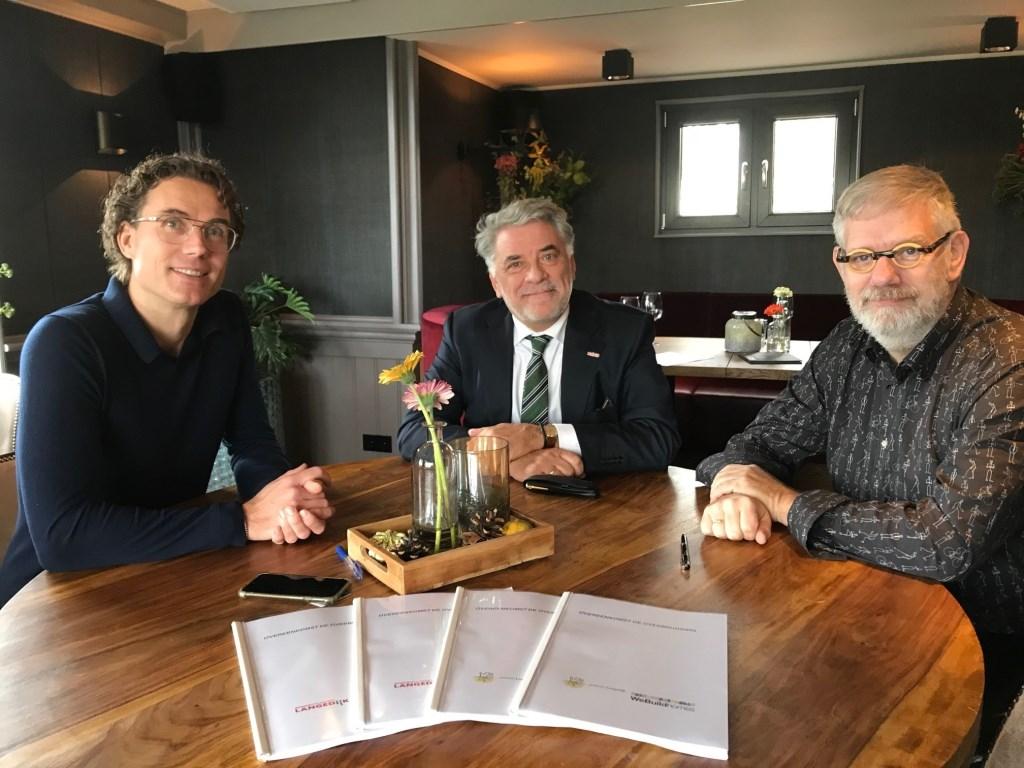 Gawein Minks (Webuildhomes), Ad Jongenelen (wethouder) en Tim van Ruiten (Woonstichting Langedijk).