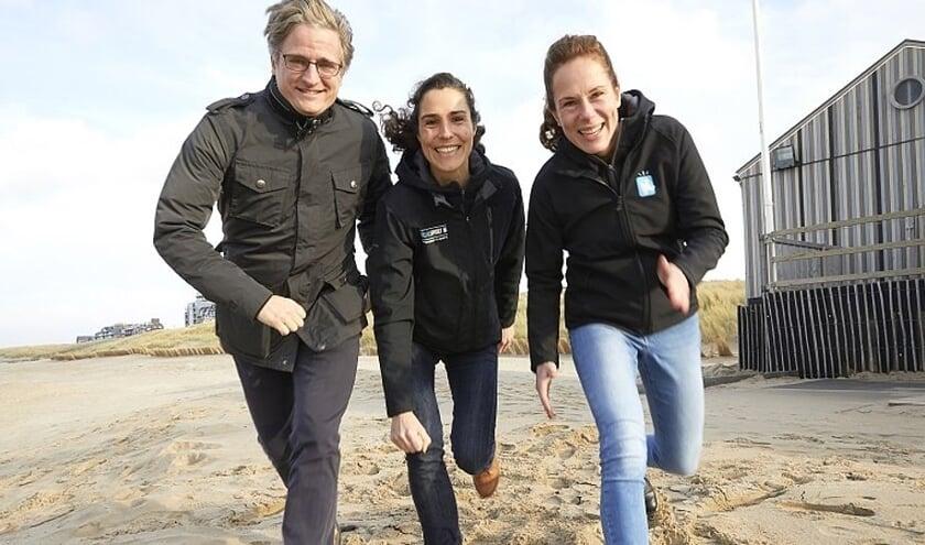 Wethouder Antoine Tromp en sportcoaches Elles Kraakman en Eefke de Vos.