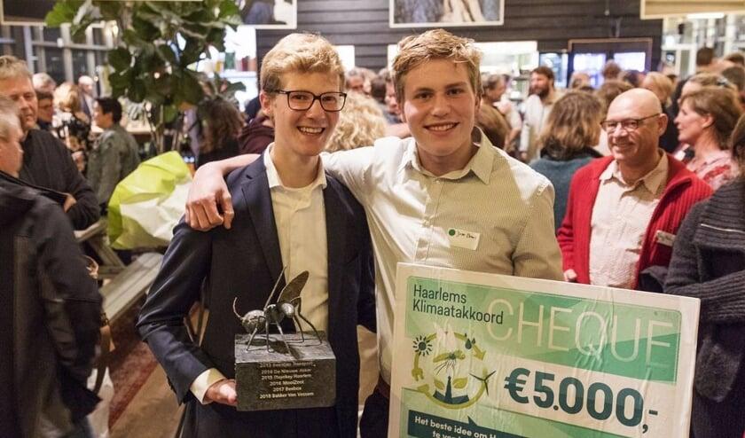 Maarten Hulsman en Jelle Brans zijn ontzettend blij met de prijs.