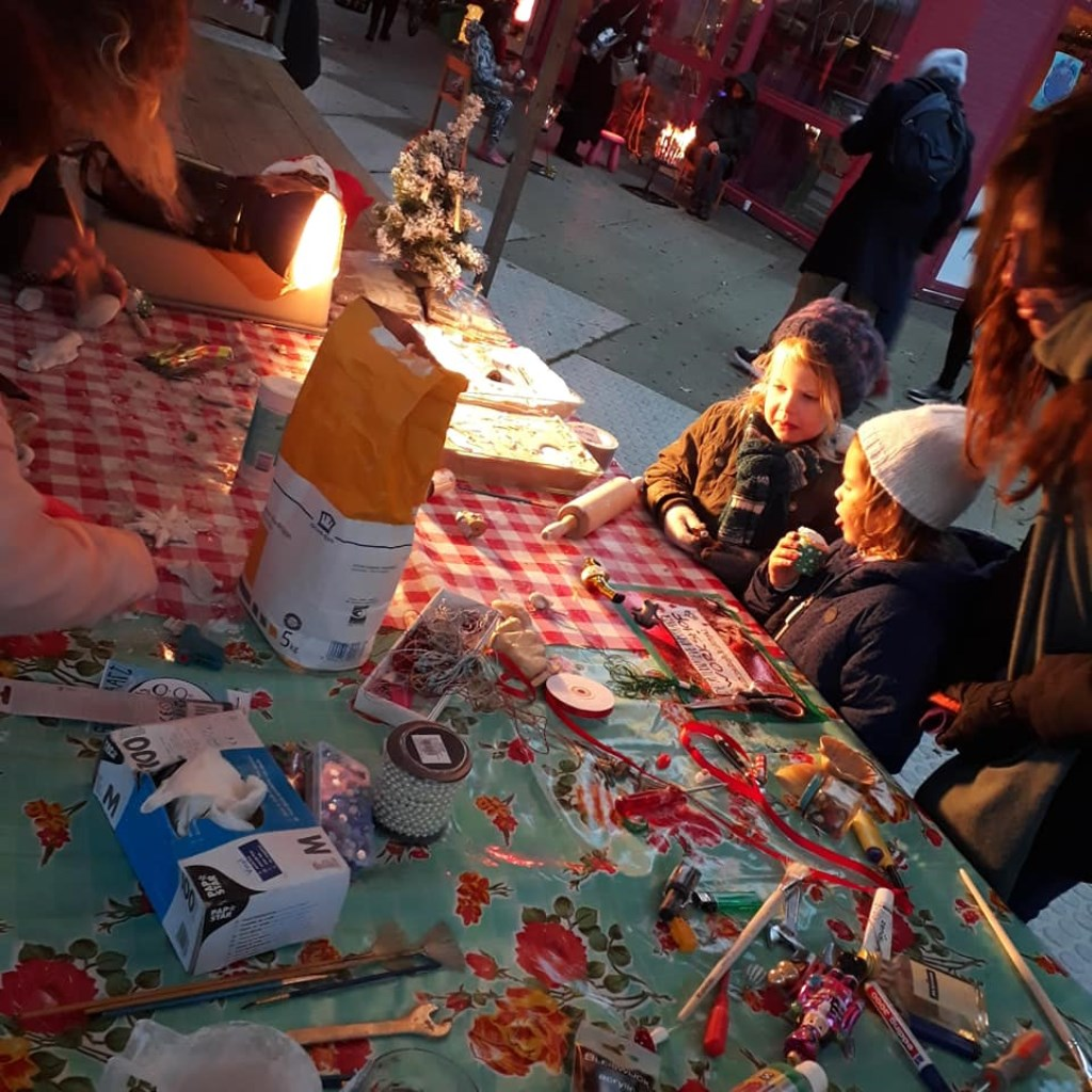 Op zoek naar cadeautjes voor onder de kerstboom? Sla je slag op de wintermarkt in Noorderpark.   © rodi