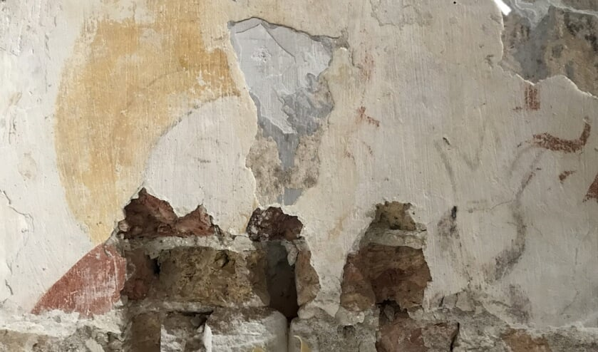 De nieuw gevonden muurschildering, de heilige Apollonia.