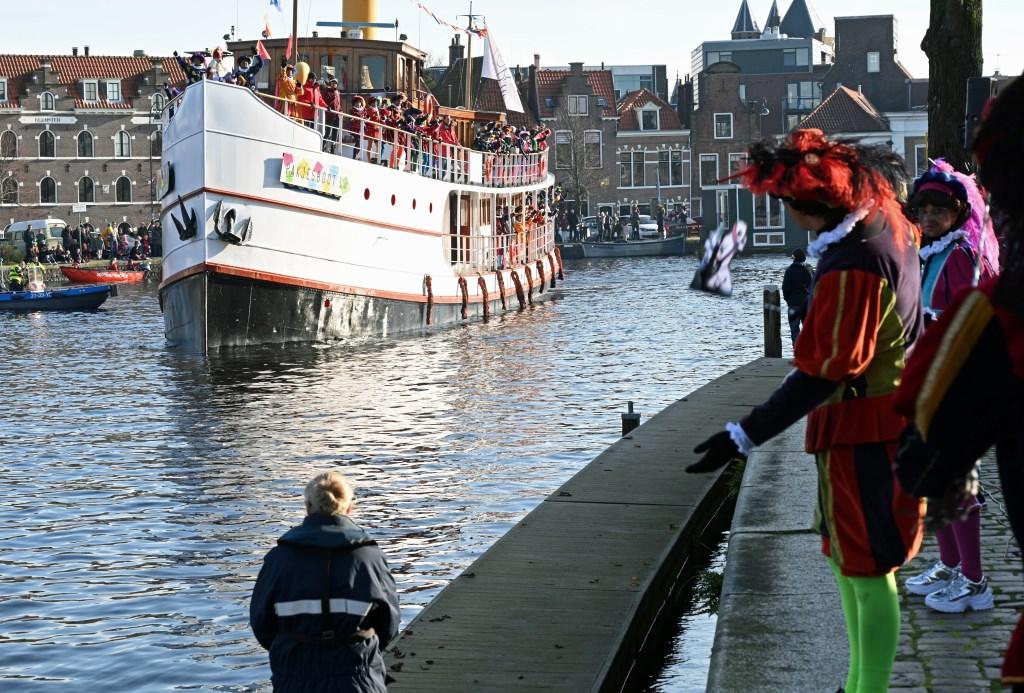 Pakjesboot 13 komt aan in Haarlem (Foto: Onno Hulshof) © rodi