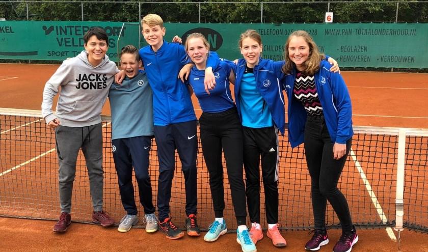 Op de foto van links naar rechts: Thierry, Mats, Thomas, Yelina, Renske en Sanne. Niet op de foto Sven.