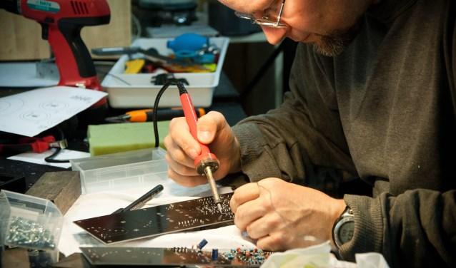 In het Repair Café blijkt vaak dat kapotte apparaten best nog wel te redden zijn.