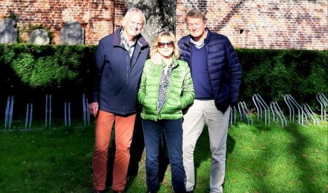 Vlnr André Buitenhuis, Annemiek Paping en Ruud Smit van Stichting Ruinekerk.