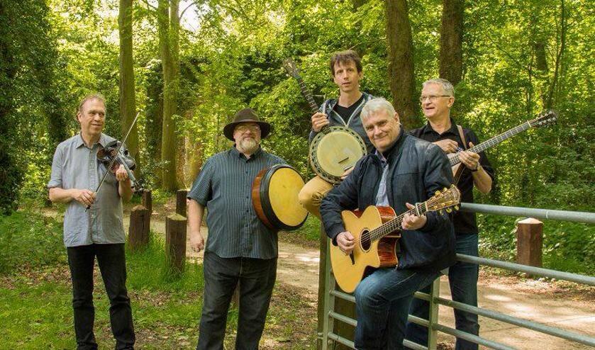 De folkband Coracle met de Ierse zanger Jim Spiers.