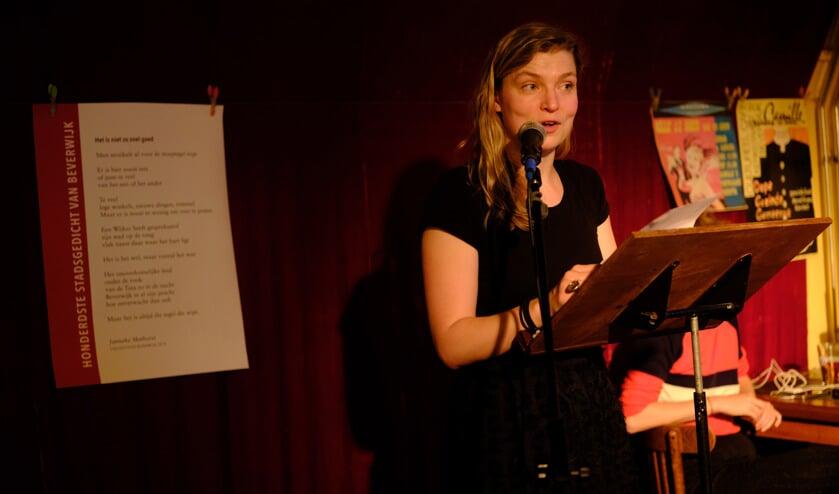 Elk jaar krijgt een nieuwe dichter de mogelijkheid om als Stadsdichter Beverwijk de stad te volgen.