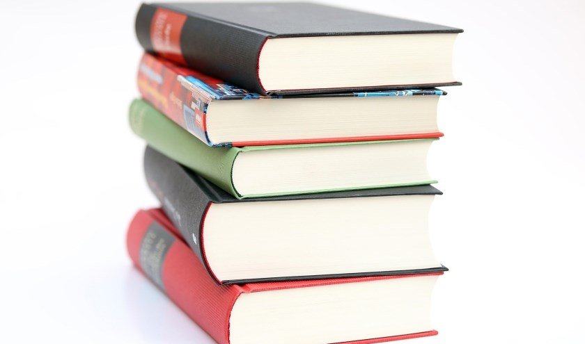 Een stapel boeken.