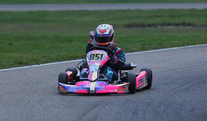 Zaankanter Dylan Visser knalt naar kampioenschap in de Mini-klasse.