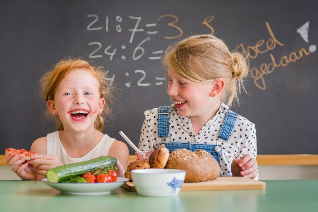 Kinderen van basisscholen uit Beverwijk, Heemskerk, Castricum en Uitgeest ontbijten in het kader van het Nationaal Schoolontbijt met hun burgemeester. FloorFoto © rodi