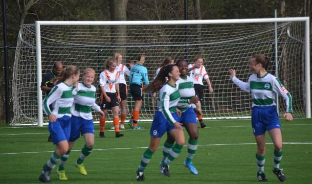 Kadoelen Mo17-1 tegen Victoria Boys MO17-1.