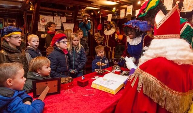 Kinderen zijn welkom op de échte Pakjesboot 12 in Hoorn, Enkhuizen en Haarlem.