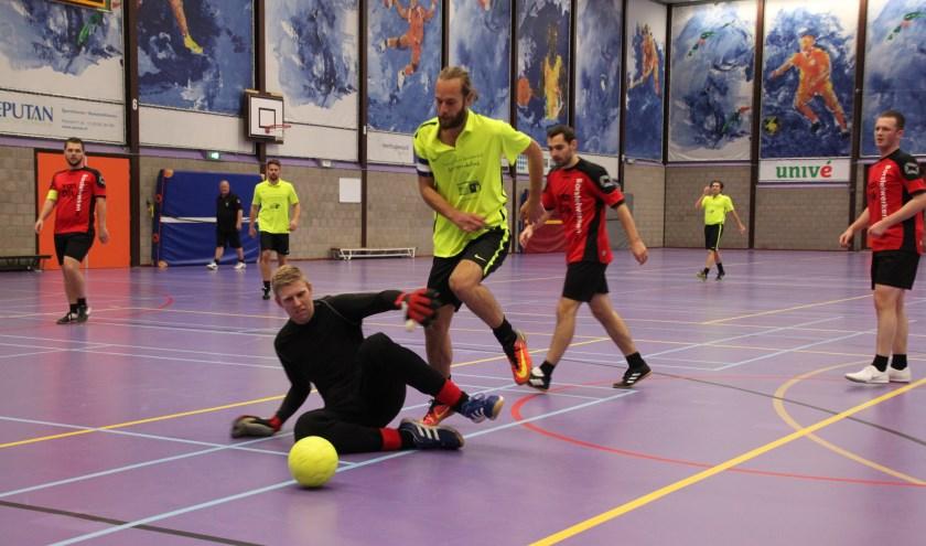 Jan Sprenkeling Square (gele shirts) klopte Van Dijk Borstelwerken.nl met 4-2.