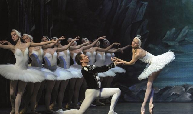 De romantische balletvoorstelling 'Het Zwanenmeer'