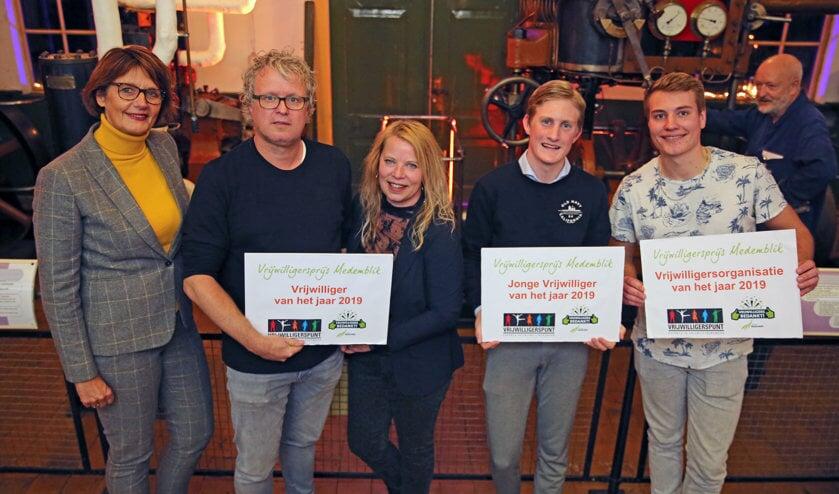 De vrijwilligers Medemblik 2019, samen met wethouder Joset Fit (l) van de gemeente Medemblik.